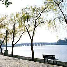 Picture of 昆明湖和十七孔桥景 Kunming Lake and 17-arch bridge