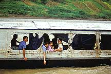 长江三峡 A family boat in the Little Three Gorges river